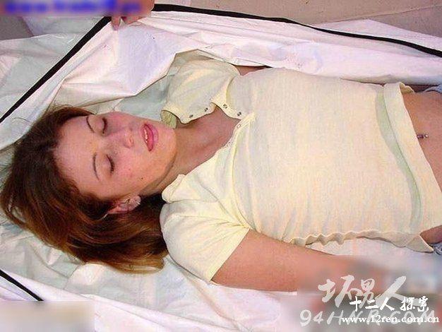 胆小勿入!解剖年轻女尸验尸全过程恐怖图片