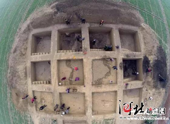 原文配图:考古发掘现场。