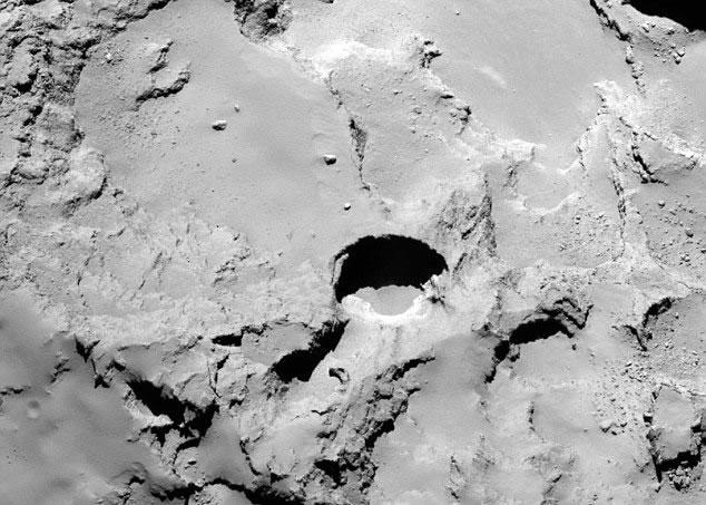 """""""罗塞塔号""""传送新一批67P彗星照片 发现18个沉洞"""