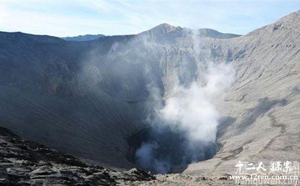 印尼爪哇谷洞图片