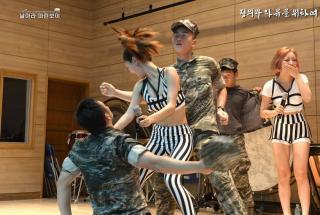 女团劳军献热舞 揭秘韩女团劳军献热舞士兵【高清图组】