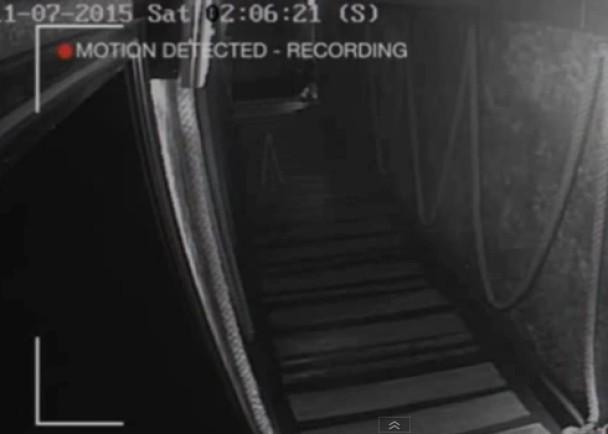 英國酒吧閉路電視攝到靈異白影走過【圖】