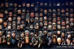 委内瑞拉艺术家收集玩偶 状如鬼屋情形恐怖【图】