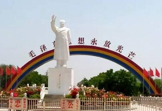 临颍县南街村作为我国著名的红色旅游景区,是河南第一个破亿农村.