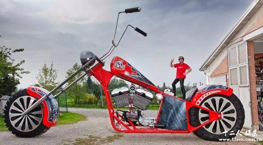 世界上最大的摩托车 高度为5米 普通摩托车的6倍图片