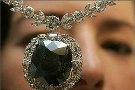 全球5大被詛咒的寶石飾品:黑色奧洛夫鉆石-創世者之眼