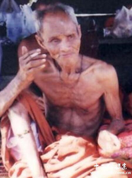 500岁泰国高僧龙婆爽大师在水面行走之谜
