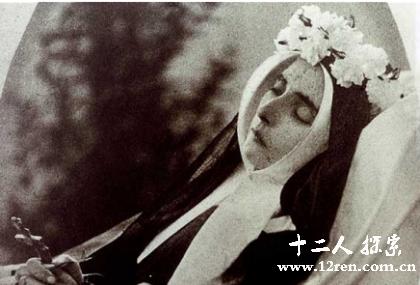 这名性格温和的修女终生体弱多病,但她却使周围人经常感受到鼓舞.